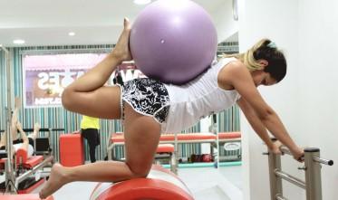 5 posições de pilates para relaxar e alongar